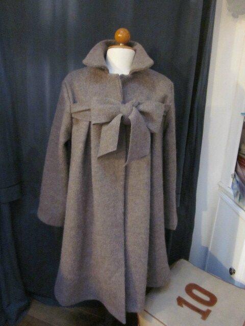 Manteau AGLAE en laine bouillie taupe chiné fermé par un noeud (2)