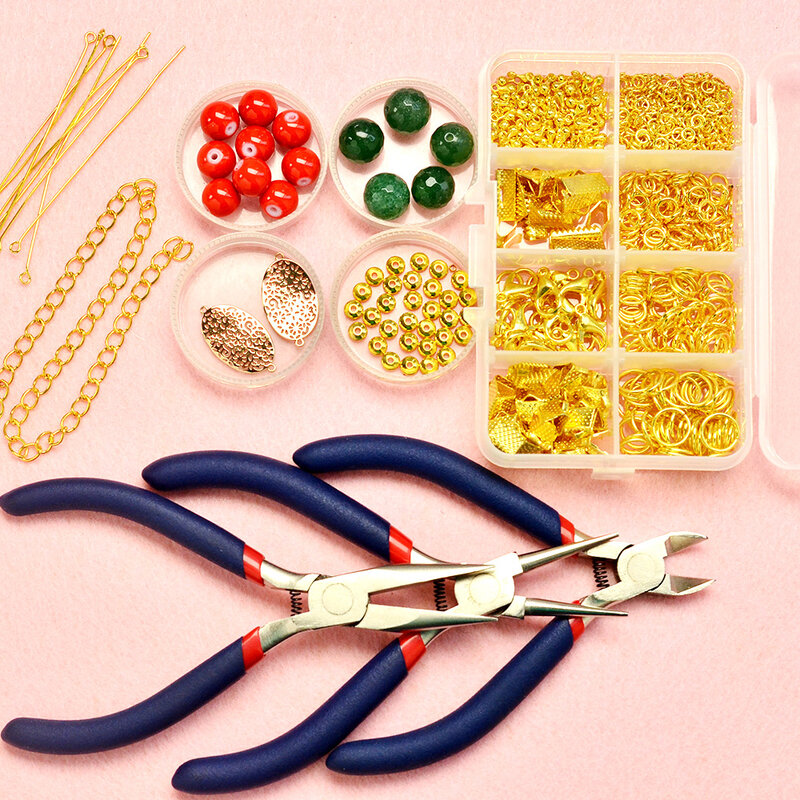 PandaHall-tutorials-on-Christmas-Necklace-with-Cute-Beads-1