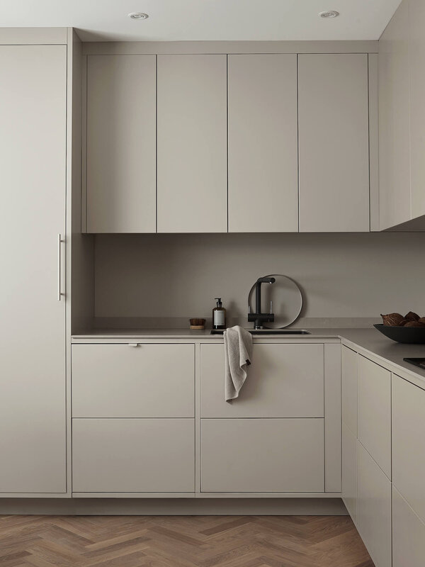 est-living-nordic-style-kitchen-nordiska-kok-grey-minimalist-kitchen