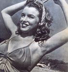 1945_beach_sitting_bikini_yellow_011_2