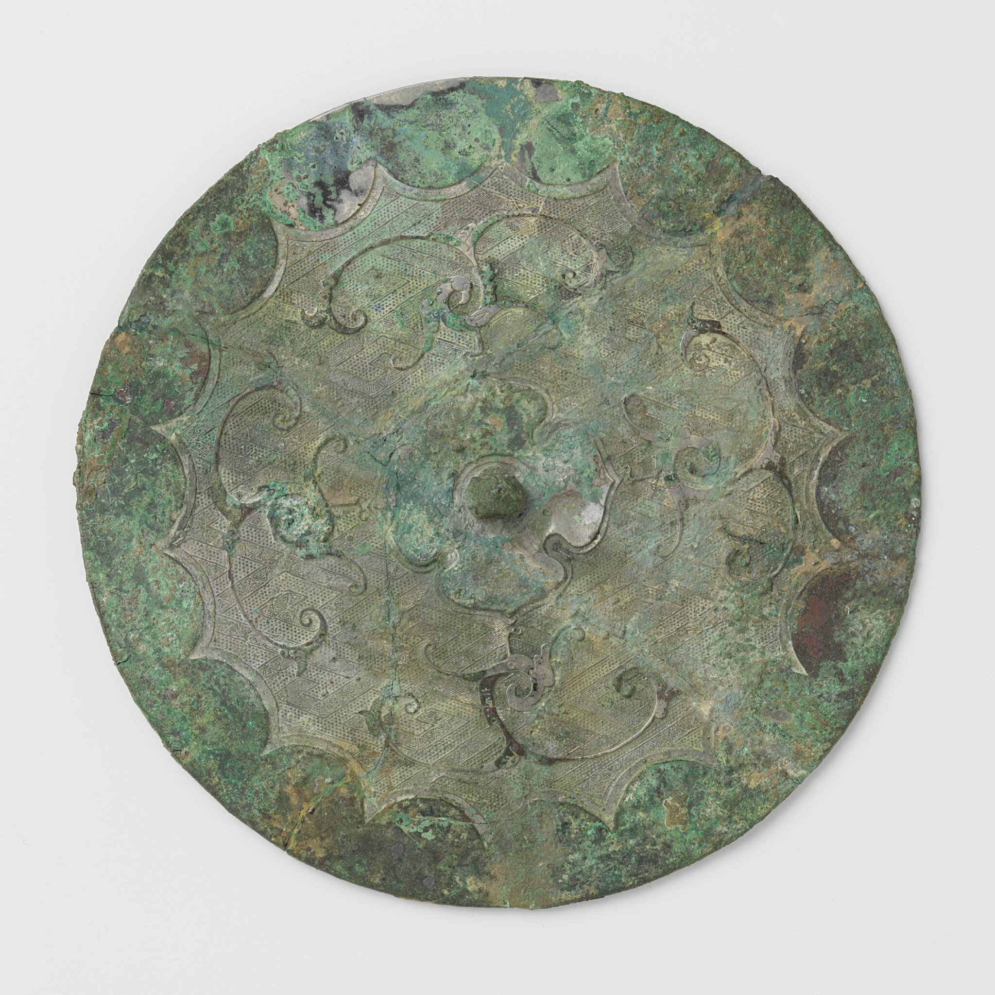 Bronze mirror with scalloped edge, four birds and arabesques, Warring States Period, 500-200 BCE