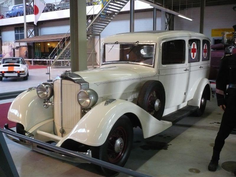 PACKARD Eight ambulance 1933 Bruxelles Autoworld (1)