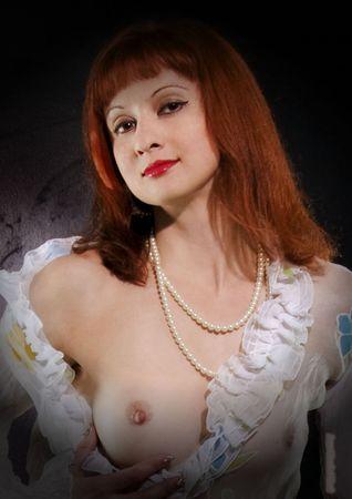 P327 - Jeune-femme au sein nu