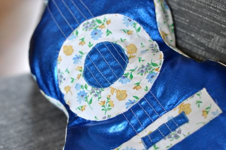 Coussin guitare 015