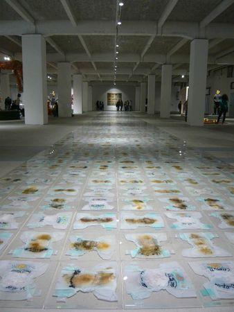 a la manière de Carl André 999 carreaux 111 mètres carré readymade