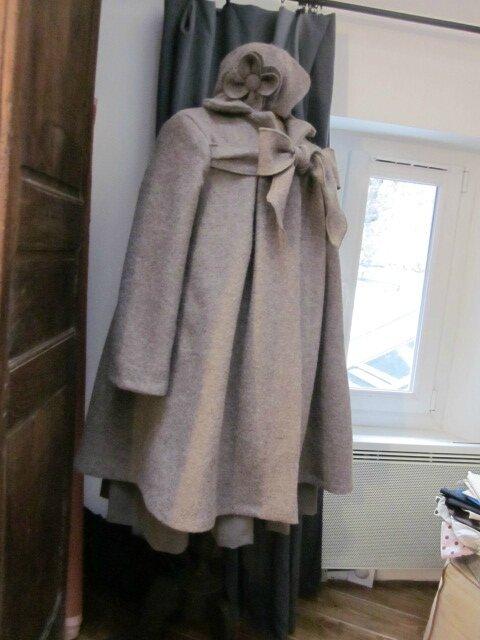 Manteau AGALE en laine bouillie beige chiné - Chapeau AGATHE en laine bouillie beige chiné avec fleur sur le côté dans le même tissu (13)