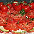 Rosace geante de tomates et avocats aux deux fromages