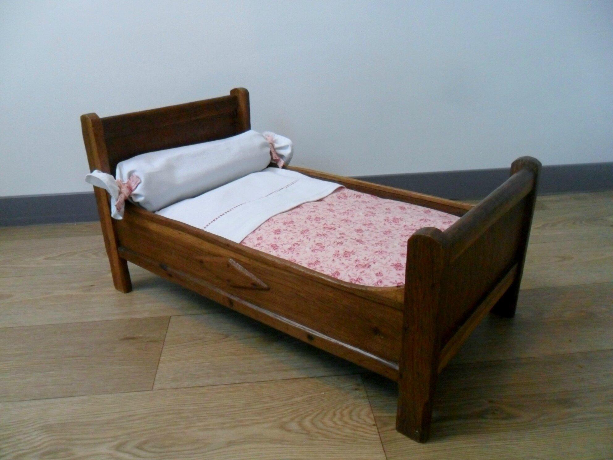 Lit ancien pour poupée, fabrication artisanale des années 40, VENDU
