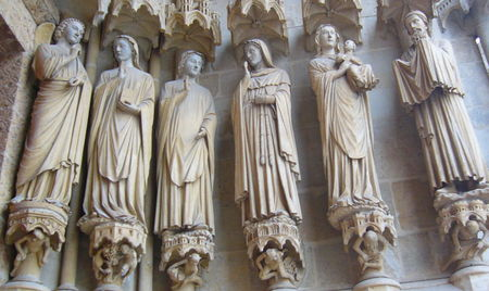 amiens_cathedrale_portail_vierge