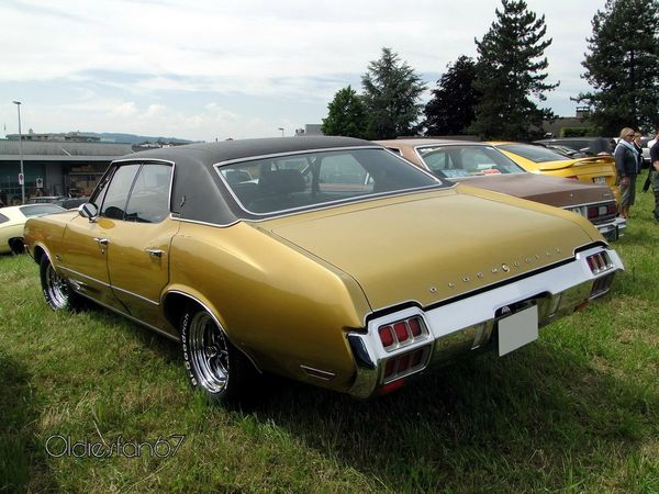 oldsmobile cutlass supreme holiday hardtop sedan 1972 b