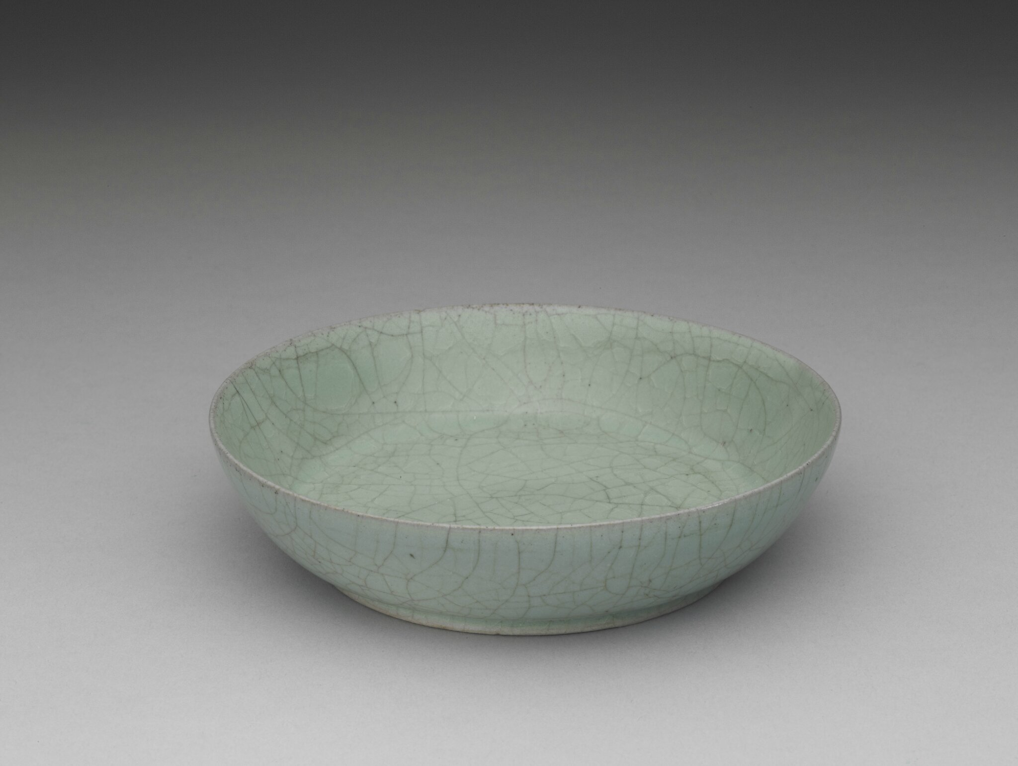 Dish with celadon glaze Ru ware, Northern Song dynasty, late 11th- early 12th century