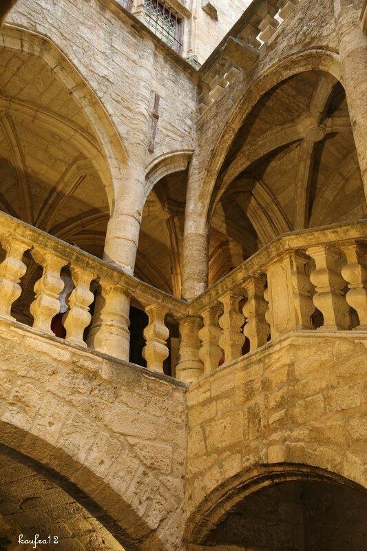 Hotel de La Coste escalier du 16eme siècle