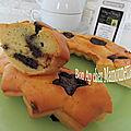 Gâteau crème fraîche et petits chocolats 70 % cacao, joyeuses pâques