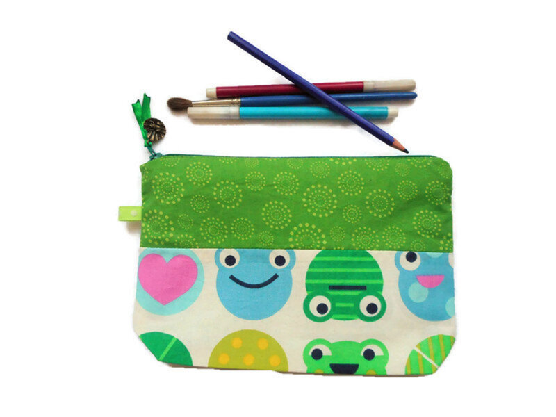 Trousse grenouilles nnuphar face