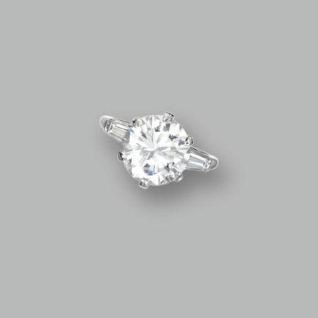 Platinum_and_Diamond_Ringd
