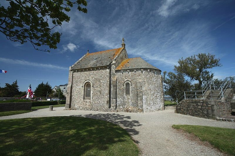 800px-St-Vaast_Chapelle_Marins_Wikimedia_Commons