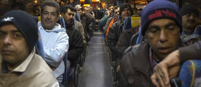 nic-israel-palestine-bus-segregation-eyal-palestin-1137480-jpg_1014139