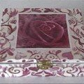 Rose arabesque box