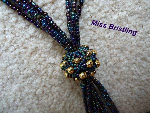 collier et perle perlée