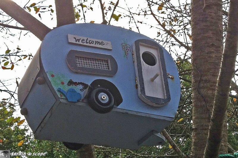 Caravane-Nichoir - Pensez à nourrir les oiseaux cet hiver