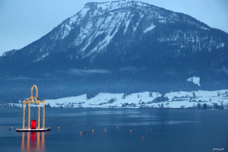 illumination sur le lac