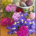 Arranger un vase de fleurs le matin...