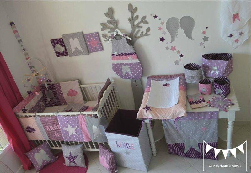 Décoration chambre bébé et linge de lit parme violet rose vif et ...