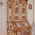 Beau scriban en armoire formant commode, galbé sur les trois côtés, venise, xviiie siècle