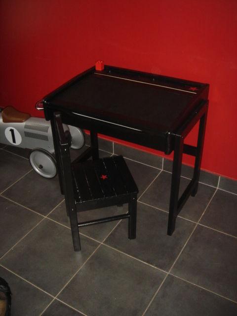 Pupitre d'école noir et sa chaise assortie (avec étoile rouge)