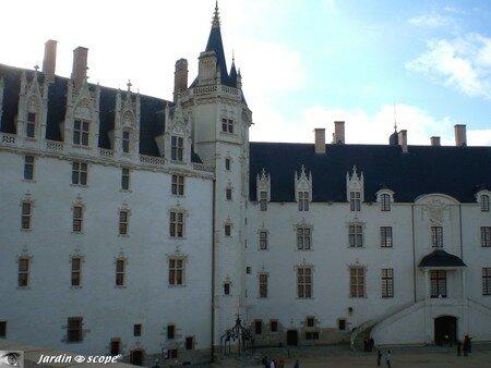 7223_Cour_du_chateau
