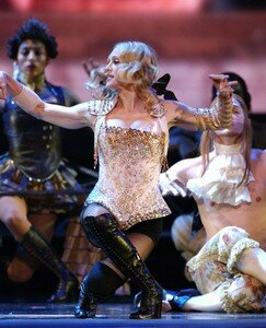 Reine_du_ballet_Vogue_lors_du_Re_invention_world_tour_en_2004