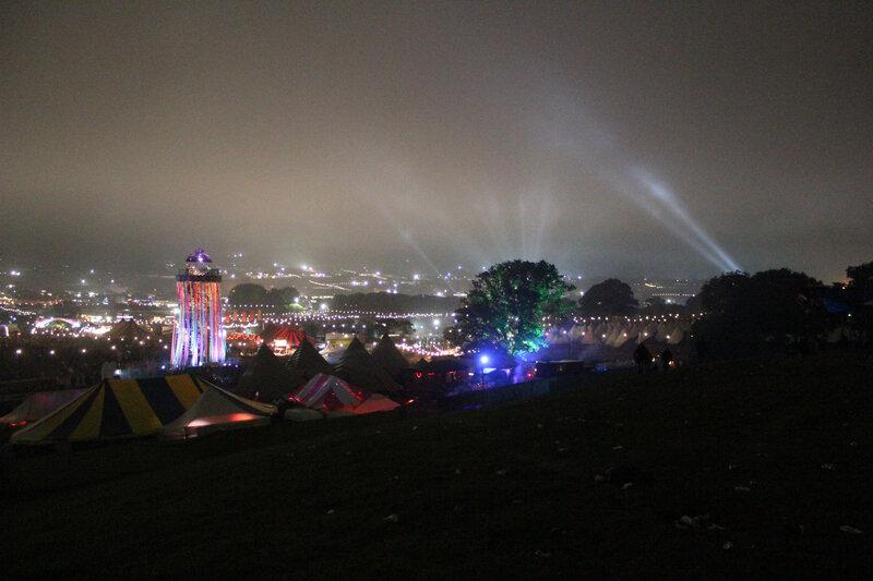 Glastonbury_festival_2013_night_nuit_park stage_ribbon tower_site