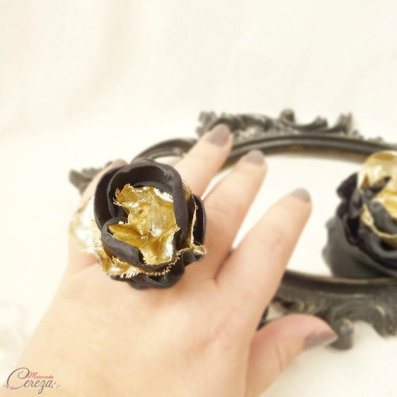 bague-bijou-femme-cadeau-personnalisable-fleur-noir-or-dore-mademoiselle-cereza-deco-1