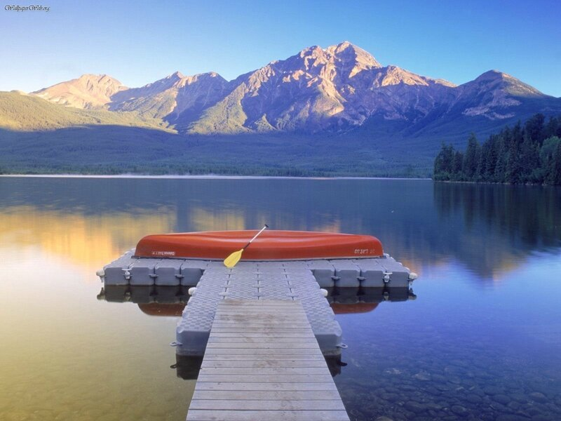 Pyramid_Lake_Jasper_National_Park_Alberta_Canada
