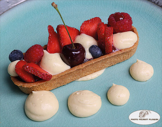 Tartelette_sablee_aux_fruits_rouges_creme_vanille_par_Bertrand_Orsinet