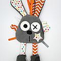 Doudou lapin attache tétine gris orange blanc