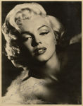 ph_pow_ingmethemostbeautifulclothes_WarmestregardsMarilynMonroe