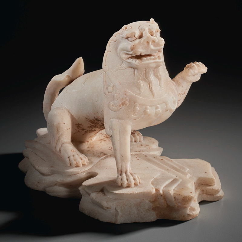 2021_NYR_19547_0716_000(a_white_marble_figure_of_a_lion011143)