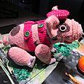 Comme 2019 est l'année du cochon pour les chinois, j'ai crocheté un petit cochon domestique. d'après alexandra simba