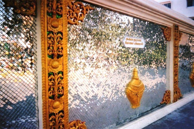 Chiang Maï Mur en miroirs