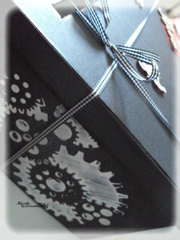 urne moto noir grand coté détails