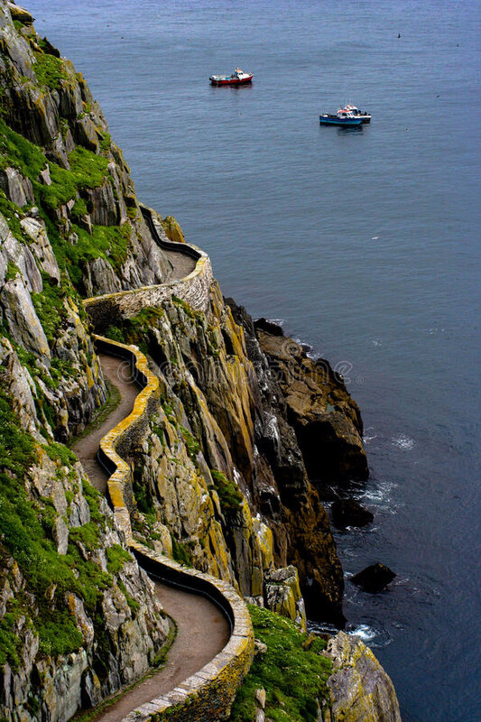 tortuous-path-skellig-island-cliffs-34477880