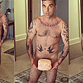 Robbie williams pose nu