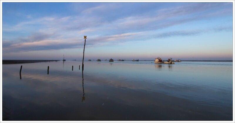 Aiguillon Pavé aube paysage eau vase bateaux 220117