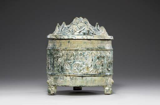A green-glazed red pottery tripod vessel and cover,lian, Western Han dynasty (206 BC-AD 8)