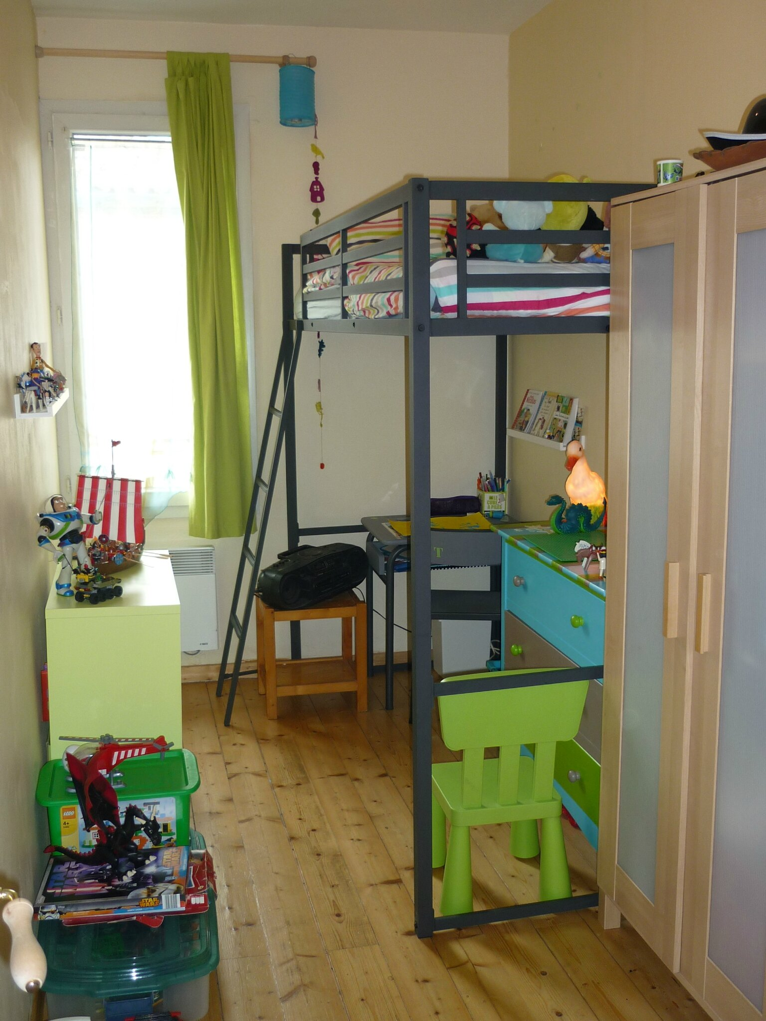 Comment optimiser l 39 espace d 39 une petite chambre carnet de couleurs - Amenagement petite chambre 9m2 ...