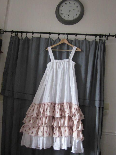 Robe champêtre en lin blanc et coton fleuri rose (1)