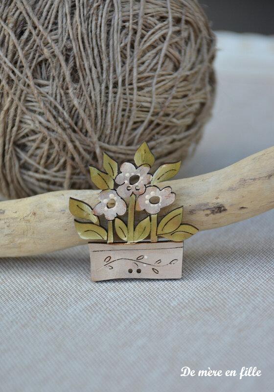 corbeille de fleurs blanches