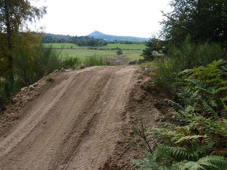 2009_10_05_Un_terrain_de_cross_et_le_Lizieux_derri_re__2_