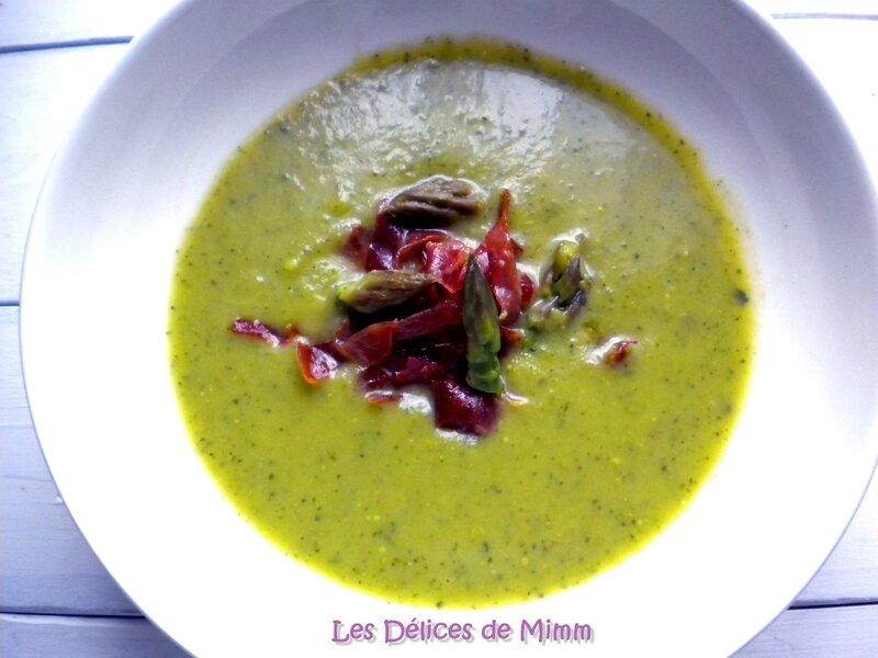 Velouté d'asperges vertes et de courgettes et émincé de jambon de Parme 4